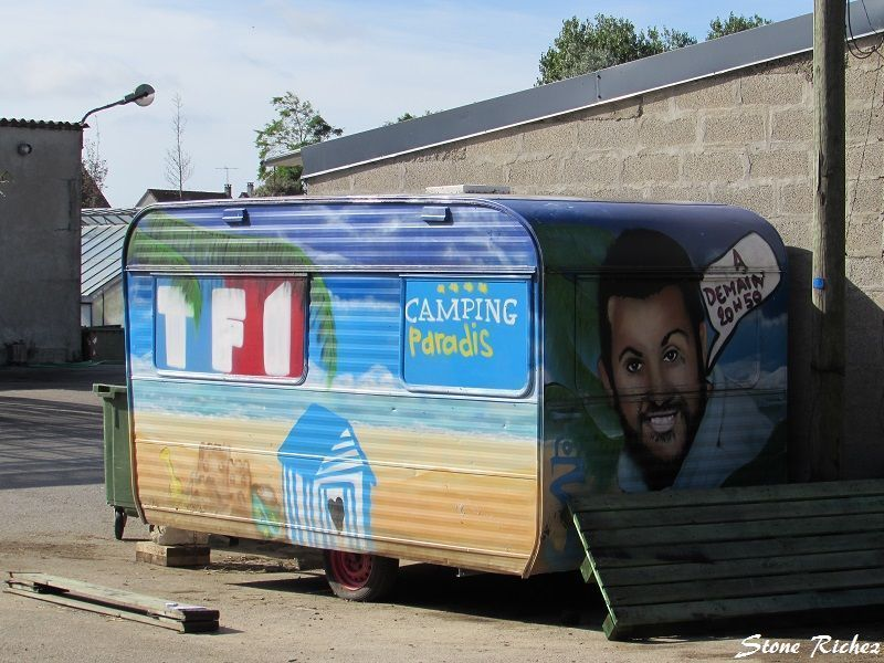 Vielle Caravane bien décorée !